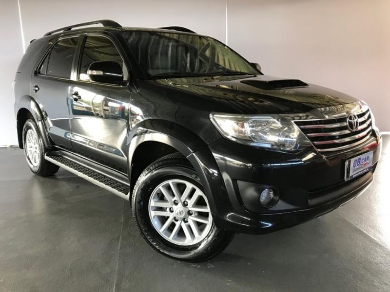 TOYOTA - HILUX SW4 SRV 3.0 7 LUGARES - 2011/2012